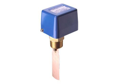 Czujnik przepływu do sygnalizacji obecności lub braku przepływu cieczy wyposażony w styk jednobiegunowy przełączny typu SPDT