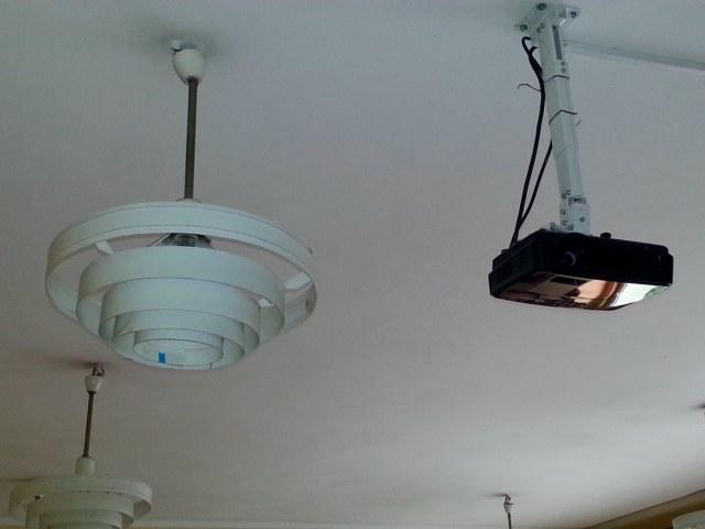 Oświetlenie sali z projektorem multimedialnym
