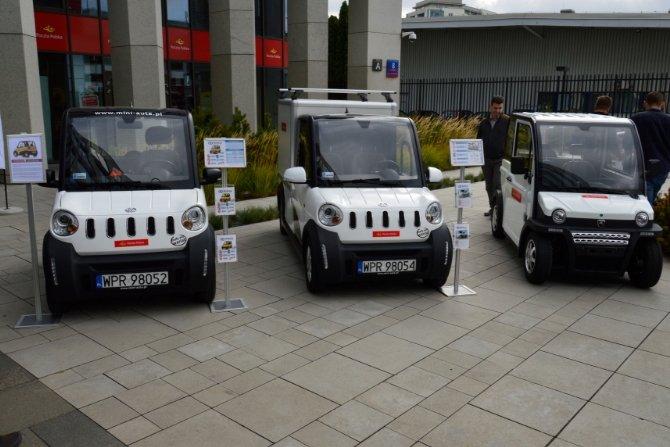 Listonosze testują elektryczne pojazdy