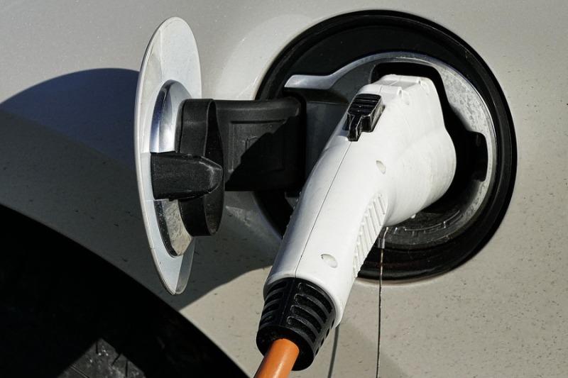 Sejm przyjął ustawę o elektromobilności i paliwach alternatywnych