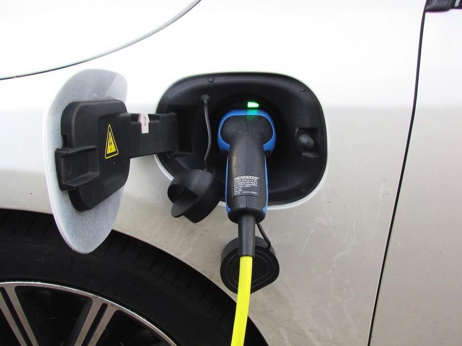 Senat przyjął ustawę o elektromobilności i paliwach alternatywnych