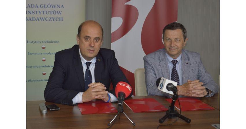 Poczta Polska i RIIB na rzecz elektromobilności