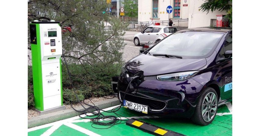 PKP stawia coraz więcej stacji ładowania pojazdów elektrycznych