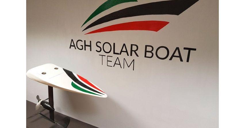 Student AGH stworzył elektryczną deskę surfingową