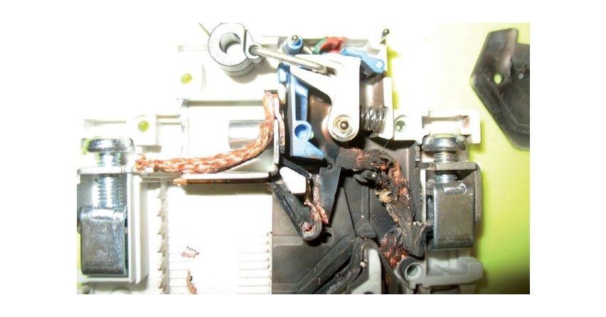 Aparatura łączeniowa w instalacjach elektrycznych nn
