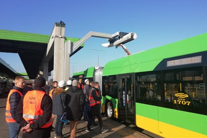 UDT przeprowadził badanie techniczne punktu ładowania infrastruktury drogowego transportu publicznego