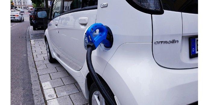 Z początkiem roku wystartuje nabór wniosków o dopłaty samochodów elektrycznych