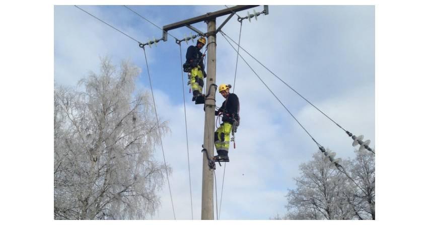 Praca na wysokościach a linie wysokiego napięcia