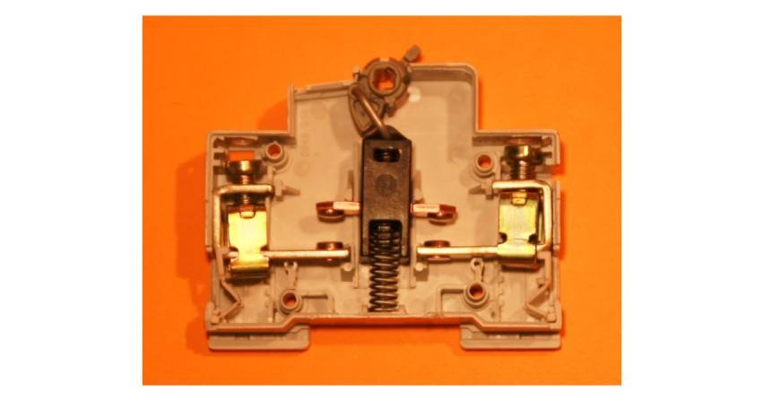 Czy winstalacji elektrycznej funkcję rozłącznika może pełnić wyłącznik różnicowoprądowy?