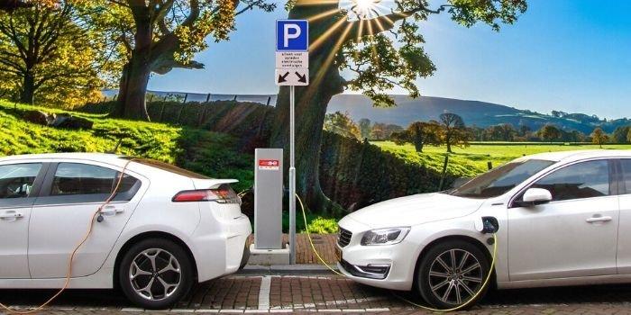 """Konferencja """"Zasilanie budynków oraz samochodów elektrycznych w energię elektryczną"""""""