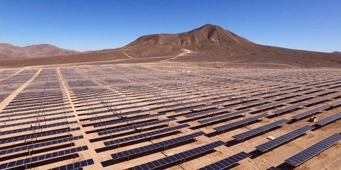 Polacy pracują nad tańszymi w produkcji i instalacji panelami słonecznymi