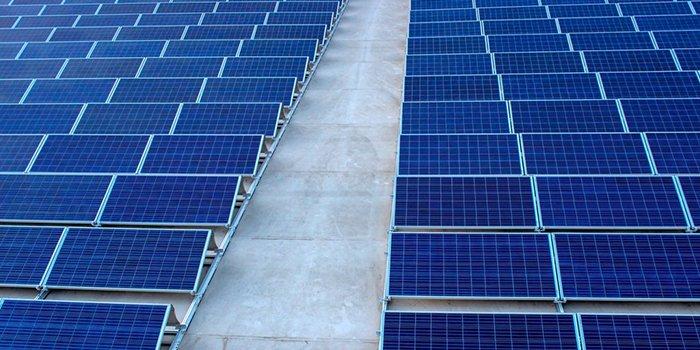 Wg Rystad Energy przez koronawirus zagrożone są projekty OZE