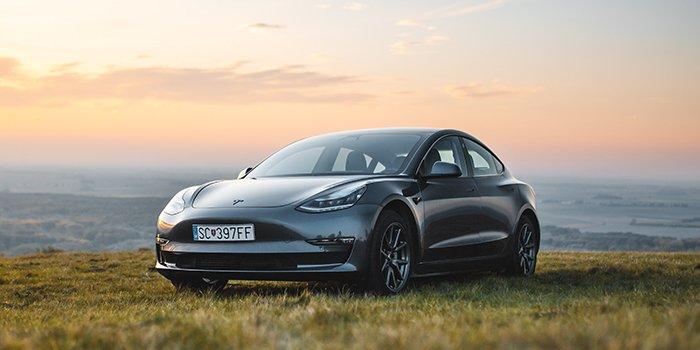2,1 mln sprzedanych samochodów elektrycznych w 2019 r.