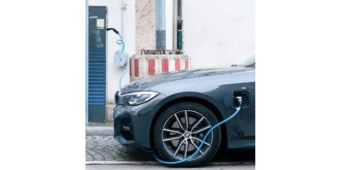"""W ramach programu """"Mój Prąd"""" można będzie sfinansować ładowarki do samochodów EV"""