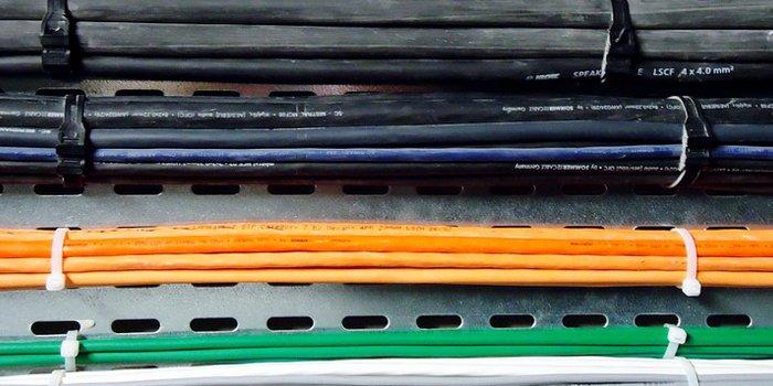 Systemy tras kablowych i przepusty kablowe