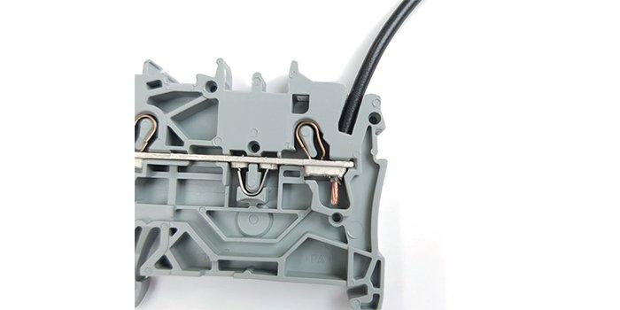 Jak uniknąć błędów przy montażu i eksploatacji złączek listwowych?
