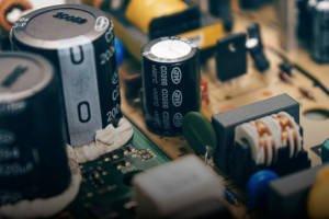 Wskazówki dotyczące projektowania: Jak wybrać odpowiednie kondensatory do zastosowań...