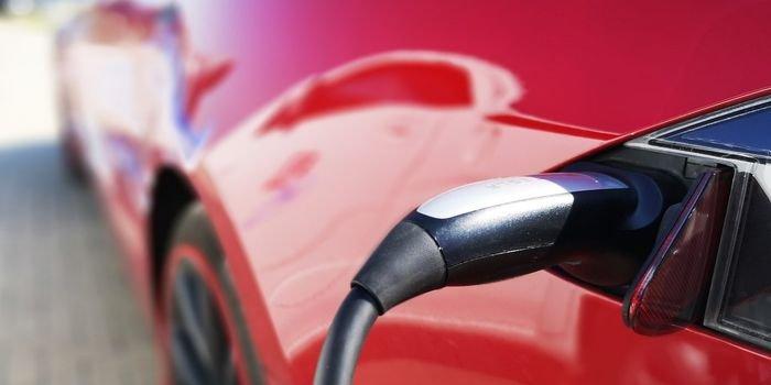 Renault otworzył w Zabrzu zakład naprawy akumulatorów do aut elektrycznych