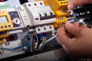 Akumulatory kwasowo ołowiowe - zobacz zalety i zastosowanie »