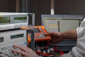Wzorcowanie urządzenia do pomiarów wielkości elektrycznych oraz parametrów sieci energetycznych »
