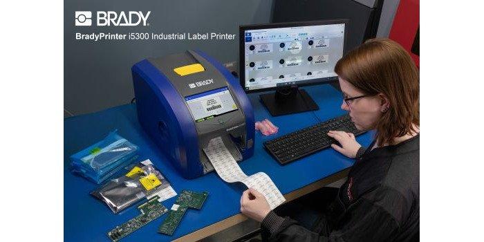BradyPrinter i5300: Łatwa obsługa. Bez konfiguracji i korekt. Bez odpadów