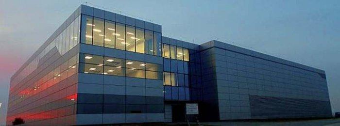 Fot. 1.  Nowoczesne data center w Alwerni pod Krakowem zbudowane przez firmę Polcom [źródło: http://biznes.interia.pl/gieldy/news/polcom-zakonczyl-budowe-nowego-data-center,2242980,1844]