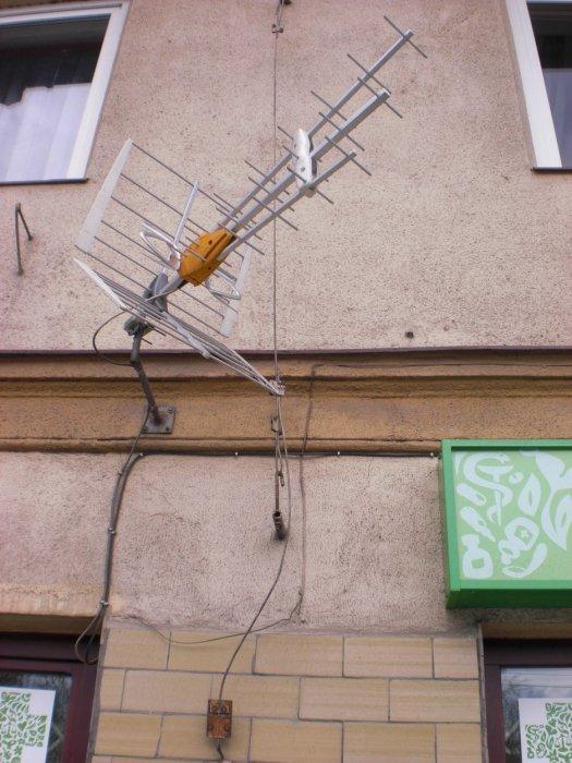 Antena jako dodatkowy przewód odprowadzający.