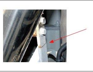 Rys. 17. Pęknięty iskorodowany wspornik układu wydechowego po badaniach wilgotności ipracy ciągłej