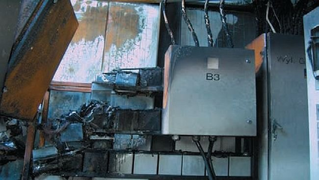 Fot. 1b. Pomieszczenie bateryjne zasilacza UPS po wybuchu wodoru; fot. J. Wiatr