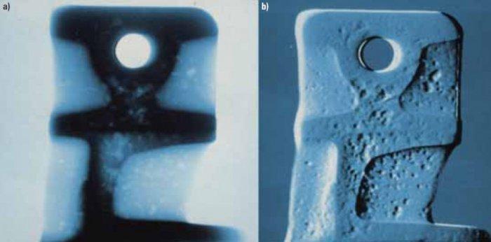 """Radiograficzne obrazy odlewu uzyskane w systemie radioskopii firmy YXLON International GmbH: a) obraz nieprzetworzony (""""surowy""""), b) obraz przetworzony. Na podstawie materiałów i za zgodą firmy YXLON International GmbH [10]"""