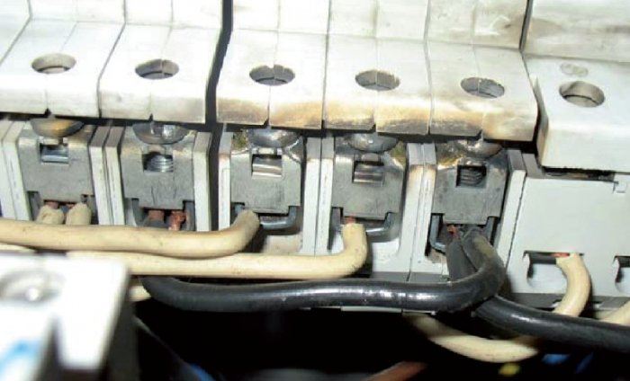 Fot. 6. Efekty niechlujnego montażu