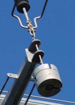Fot.5. Sposób mocowania połączeń pionowych na poprzecznikach dolnego poziomu