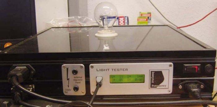 Fot. 2. Układ kontrolny – widok panelu czołowego i wyświetlacza