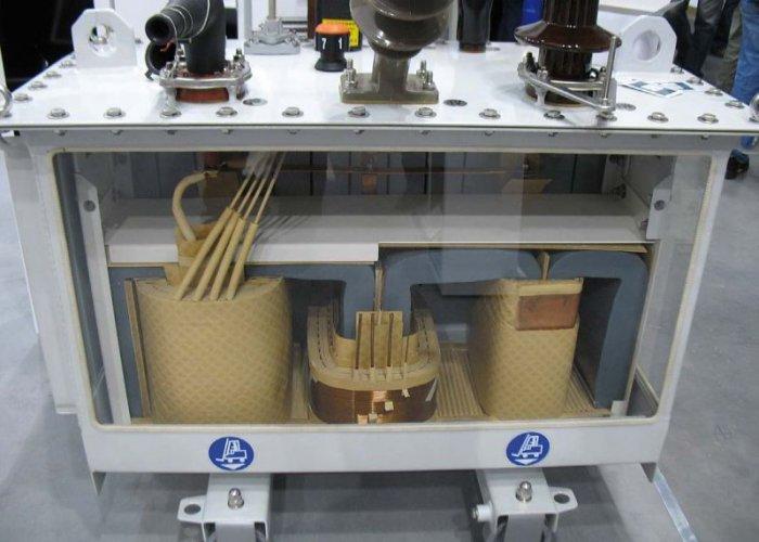 Fot. 1. Przekrój transformatora z rdzeniem amorficznym