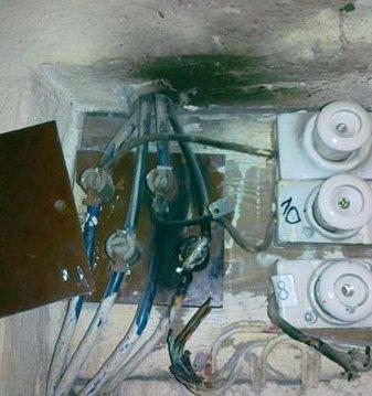 Fot. 3. Skutki zastąpienia właściwych zabezpieczeń instalacji przez domorosłych elektryków