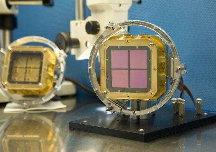 Matryca składająca się z 4 detektorów podczerwieni o rozdzielczości 2048´2048 pikseli systemu HAWK-I (High Acuity Wide field K-band Imager) zainstalowana w Yepun, czwartej jednostce teleskopu VLT (Very Large Telescope) znajdującego się na pustyni Atakama.