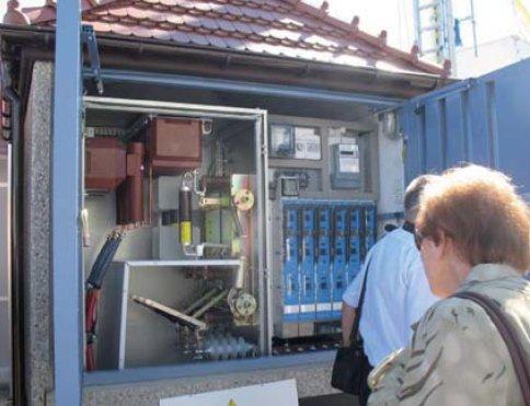 Fot. 1. Przykładowe rozwiązanie prefabrykowanej stacji w obudowie betonowej z obsługą zewnętrzną