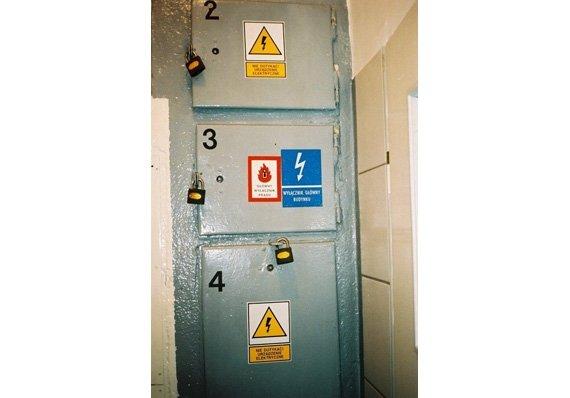 Fot. 2 Doskonale zabezpieczony wył. ppoż. zainstalowany w przedsionku szkolnej toalety