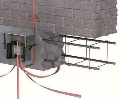 Fot. 1. Prawidłowo wykonane połączenie uziomu sztucznego (system pomiedziowany GALMAR) z uziomem fundamentowym
