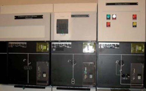 Kontrola stanu położenia styków łączników powinna być możliwa przez bezpośrednią kontrolę wzrokową styków albo za pomocą mechanicznego lub optycznego wskaźnika położenia