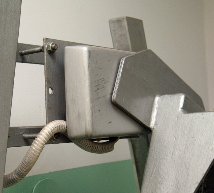 Silnik liniowy w napędzie dzwonu