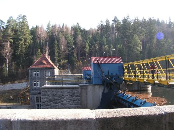 Bobrowice I - widok zapory i budynku elektrowni