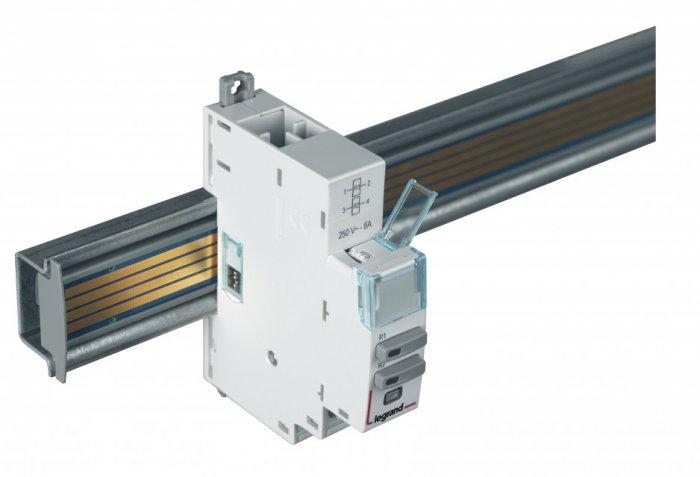 Widok modułu sterowania EMS CX3 z mikro-przełącznikami DIP na boku oraz przełącznikiem obrotowym do lokalnego adresowania w górnej części urządzenia.