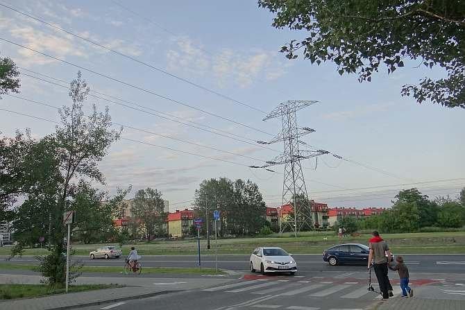 W istniejących uwarunkowaniach techniczno-ekonomiczno-społecznych coraz częściej optymalnym wyborem jest decyzja budowy nowej linii elektroenergetycznej lub jej fragmentu jako linii kablowej.