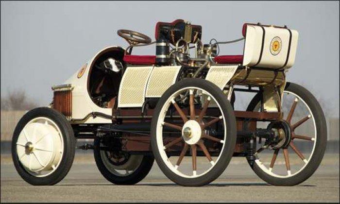 Fot. 2. Pierwszy pojazd hybrydowy Lohner-Porsche Mixte Hybrid, 1900 r.