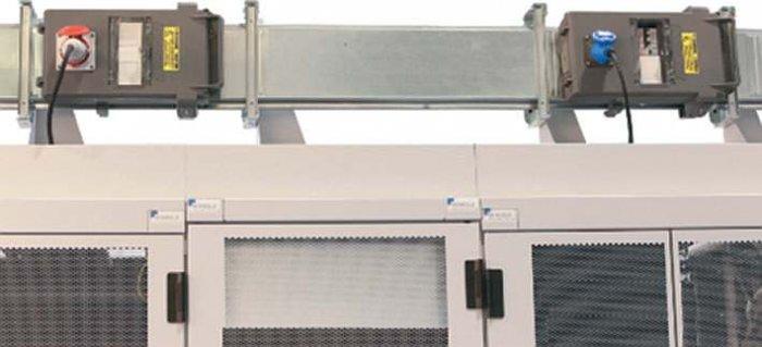 Fot. 2. Zasilanie szaf serwerowych za pomocą przewodów szynowych MR 315 A z kasetami odpływowymi 125 A wyposażonymi w wyłączniki nadmiarowe [źródło: materiały szkoleniowe firmy Legrand]