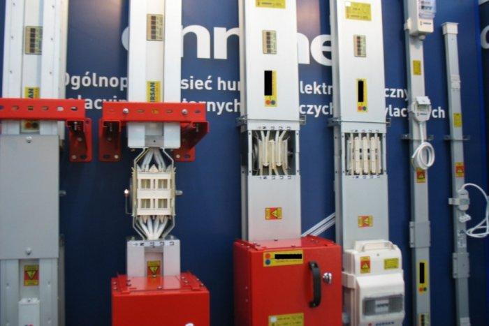 Przykłady łączenia przewodów szynowych o różnych prądach znamionowych.