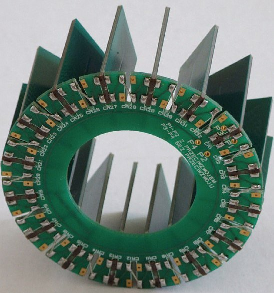 Fot. 1.   Przetwornik prądowy wykonany w technologii wielowarstwowych obwodów drukowanych