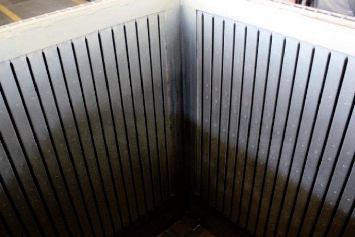 Wnętrze kadzi transformatora olejowego