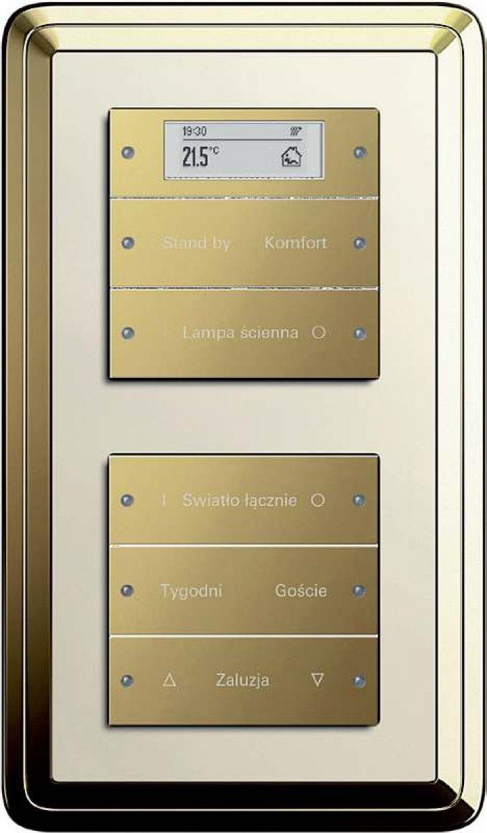 Czujka przyciskowa z regulatorem temperatury i wyświetlaczem: dwuklawiszowa z regulatorem (u góry) i potrójna w podwójnej ramce (Gira ClassiX mosiądz).